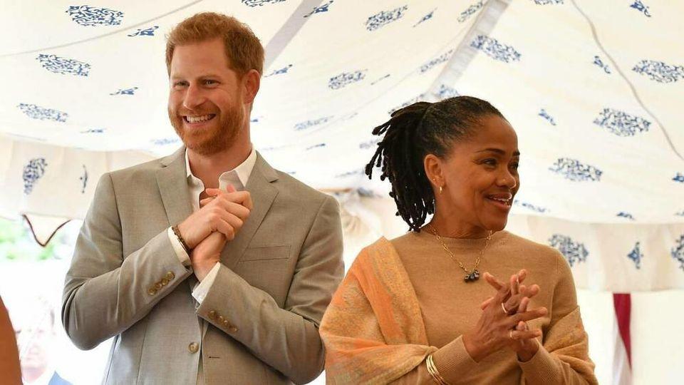 Im September 2018 war Doria Ragland zu Besuch in Großbritannien und begleitete Herzogin Meghan und Prinz Harry bei einem offiziellen Termin