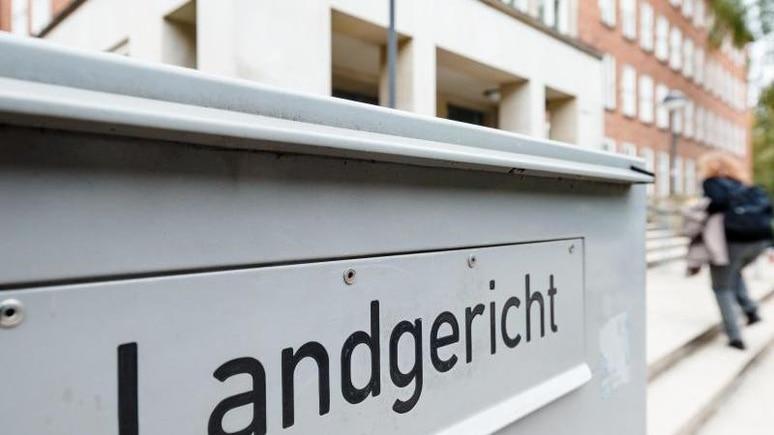Der Prozess gegen die 54-Jährige startet am Mittwoch vor dem Kieler Landgericht. (Symbolbild)