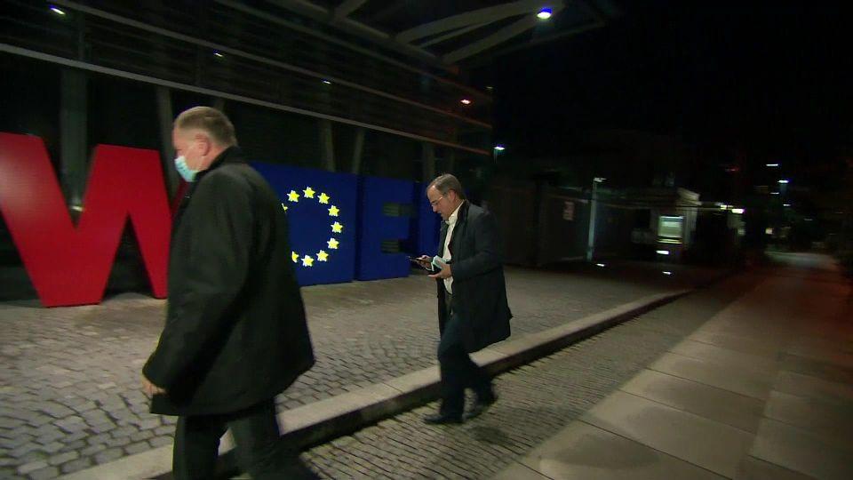 CDU-Chef Armin Laschet ist am Sonntagabend überraschend in Berlin aufgetaucht.