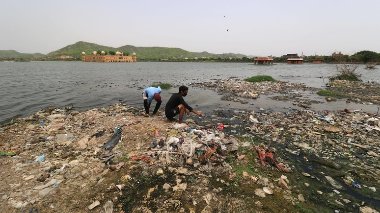 """An Stränden gesammeltes und verwertetes Plastik wird als """"Social Plastic"""" bezeichnet."""