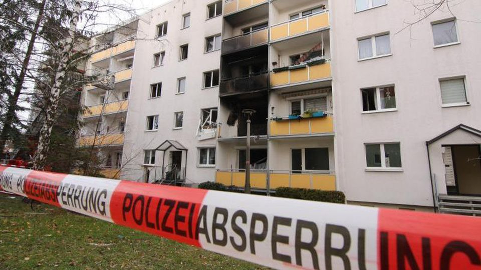 Das Haus liegt eher am Rande der Harzstadt Blankenburg. Eine in der Nähe befindliche Kita wurde evakuiert. Foto: Matthias Bein/dpa-Zentralbild/dpa
