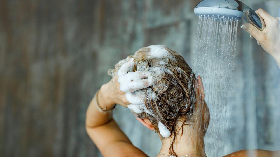 Das richtige Shampoo ist oft das A und O der Haarpflege. Foto: Symbolbild.