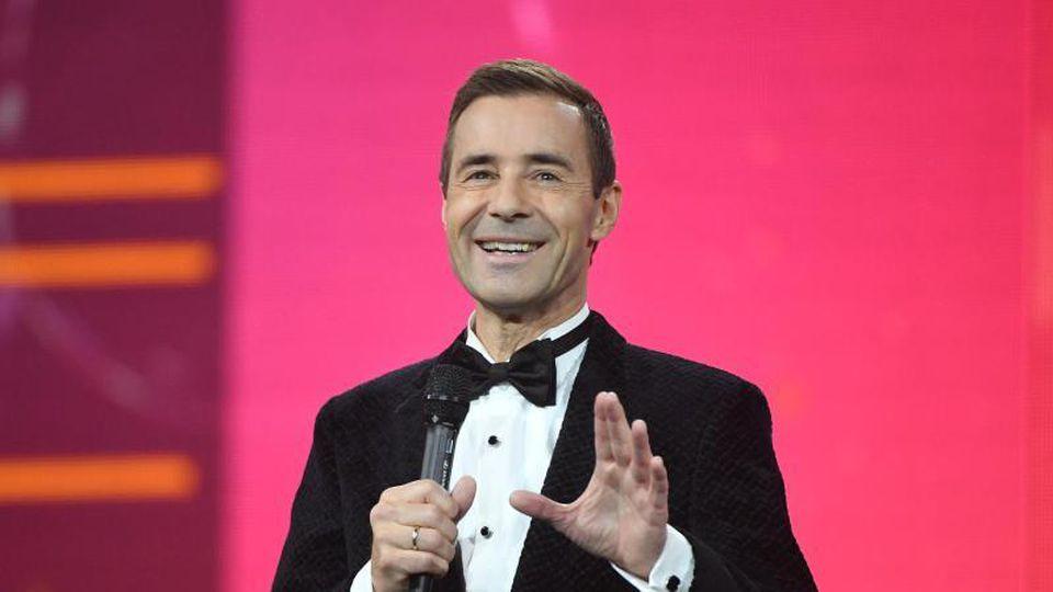 """Moderator Kai Pflaume spricht während der Fernsehgala """"Goldene Henne"""". Foto:Hendrik Schmidt"""