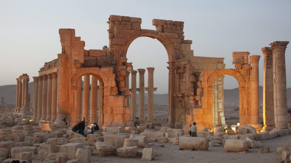 epa04895491 (FILE) A file picture dated 12 November 2010 shows a general view of the ancient city of Palmyra in central Syria. According to media reports on 24 August 2015 Islamic State (IS) miltants have blown up Palmyra's ancient temple of Baalsham