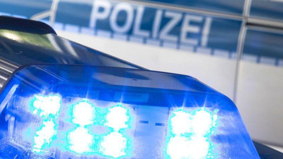 Ein Blaulicht der Polizei. Foto: Friso Gentsch/Archiv