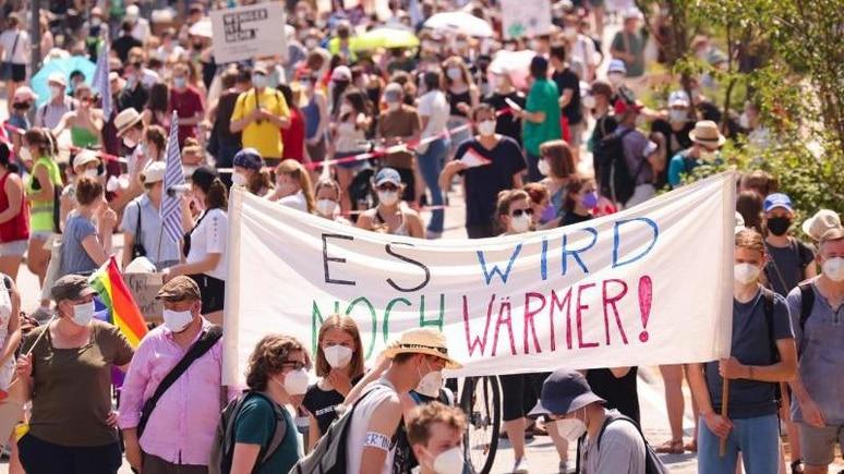 Fridays for Future - Demo in Hamburg. Foto: Ulrich Perrey/dpa