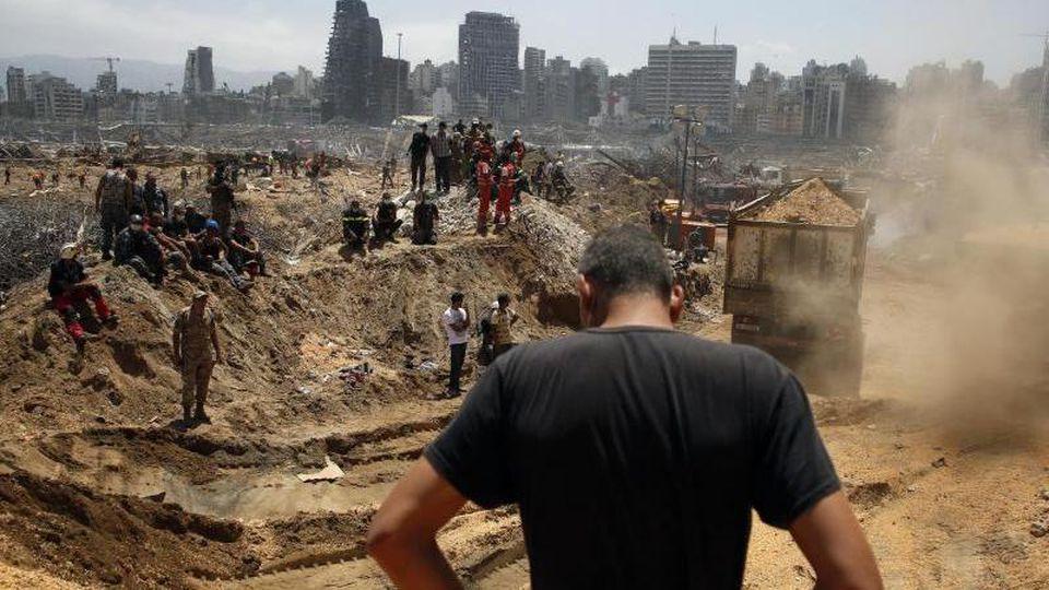 Die Bergungsarbeiten in den Trümmern des Beiruter Hafens kommen nur langsam voran. Foto: Thibault Camus/AP/dpa