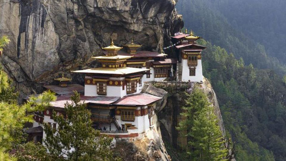 """Trendziel im östlichen Himalaya: Der """"Lonely Planet"""" hat Bhutan zum angesagtesten Reiseland im Jahr 2020 erklärt. Foto: Hartmut Loebermann/Westend61/dpa-tmn"""