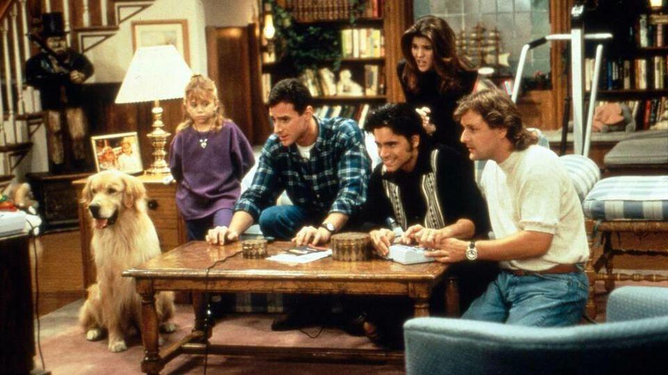 """Einige der Stars von """"Full House"""" in einer Szene aus der Serie"""
