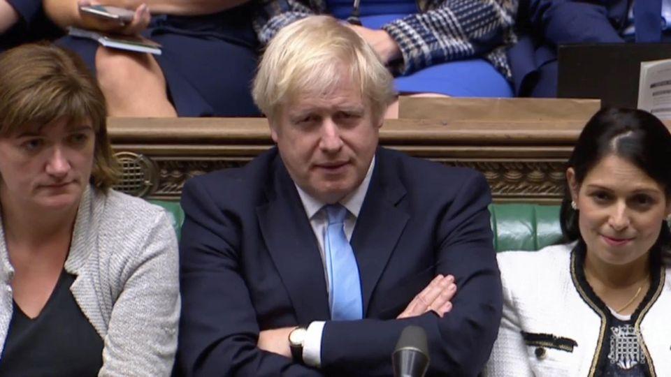 Schon am Mittwoch scheiterte Johnson mit dem Antrag auf Neuwahlen. In der Nacht auf Dienstag versuchte er es erneut.