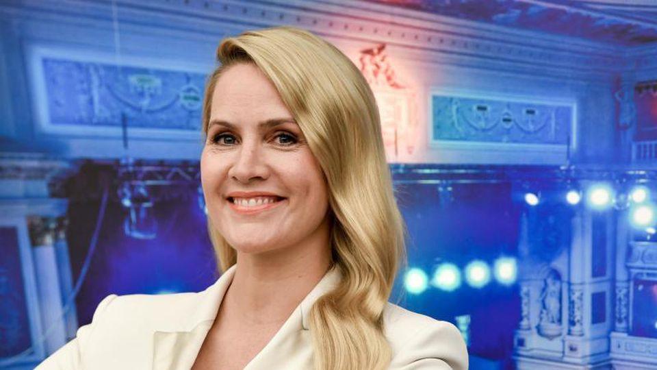 Die Journalistin Judith Rakers wird als neue Moderatorin des 15. Semperopernballs vorgestellt. Foto: Jens Kalaene/dpa-Zentralbild/dpa/Archivbild