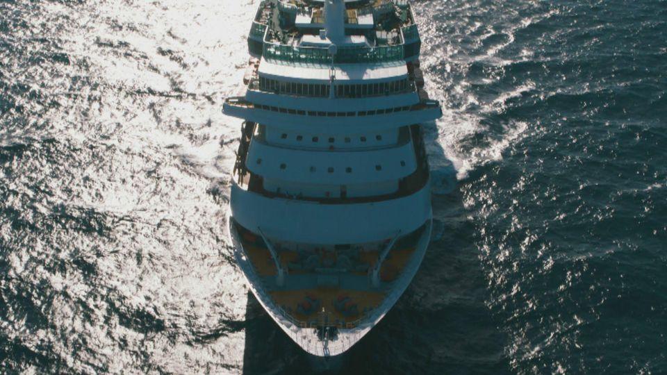 Ein Kreuzfahrtschiff ist wie eine abgeschottete Kleinstadt - und daher auch ideal für Verbrechen.