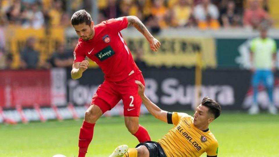 Dynamos Baris Atik (r.) gegen Heidenheims Marnon Busch. Foto: Robert Michael