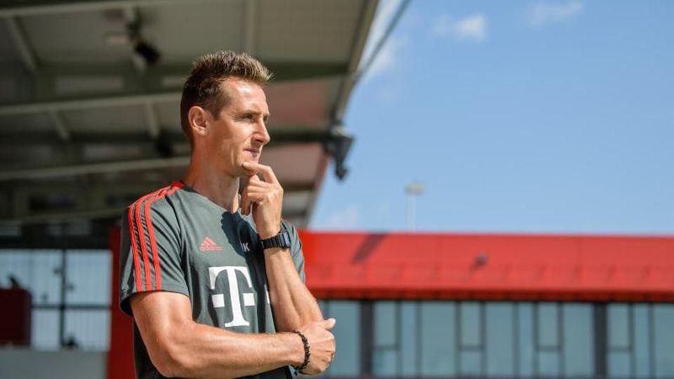 Der FC Bayern erwägt laut einem Medienbericht die Beförderung von Klose zum Assistenten von Hansi Flick. Foto: Matthias Balk/dpa/Archivbild