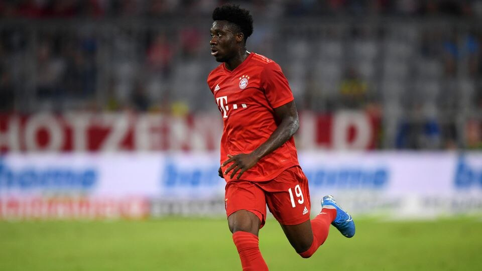 MUNICH, GERMANY - JULY 30: Alphonso Davies of FC Bayern Muenchen controls the ball during the Audi cup 2019 semi final match between FC Bayern Muenchen and Fenerbahce at Allianz Arena on July 30, 2019 in Munich, Germany. (Photo by Matthias Hangst/Bon