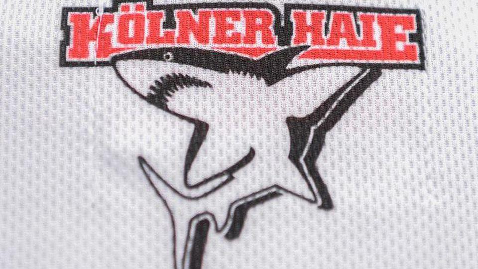 Das Logo der Kölner Haie, auf einem Trikot aufgedruckt. Foto: picture alliance / dpa/Archiv