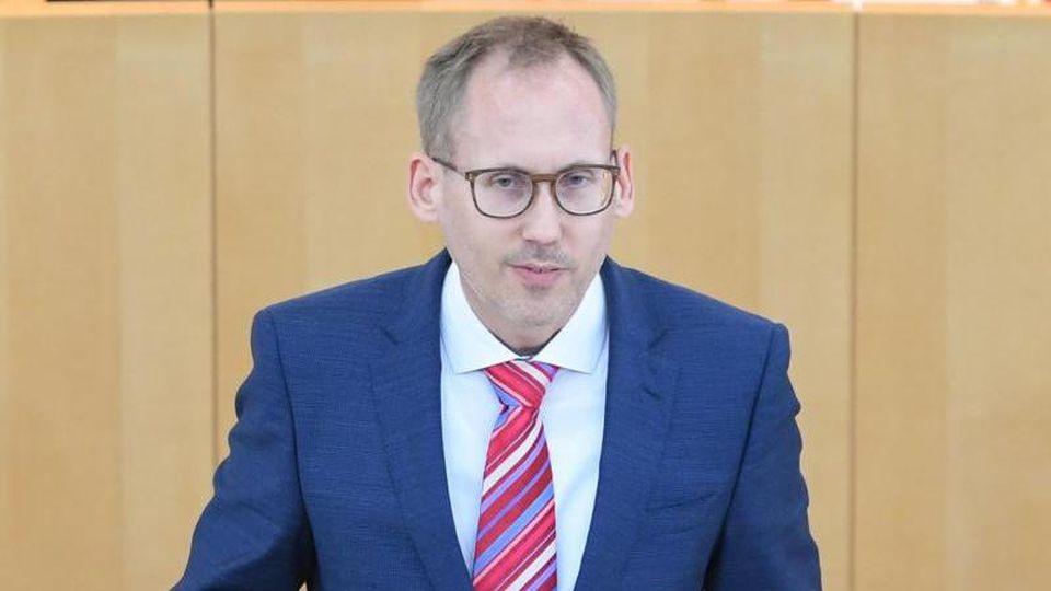 Kai Klose (Bündnis 90/Die Grünen), Sozialminister des Landes Hessen, im Landtag. Foto: Arne Dedert/dpa
