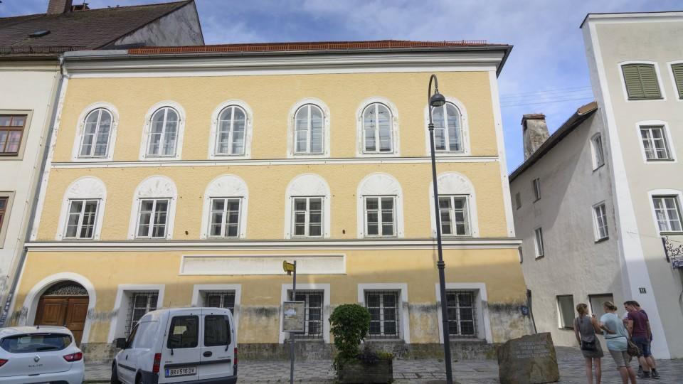 Adolf Hitlers Geburtshaus in Braunau am Inn.