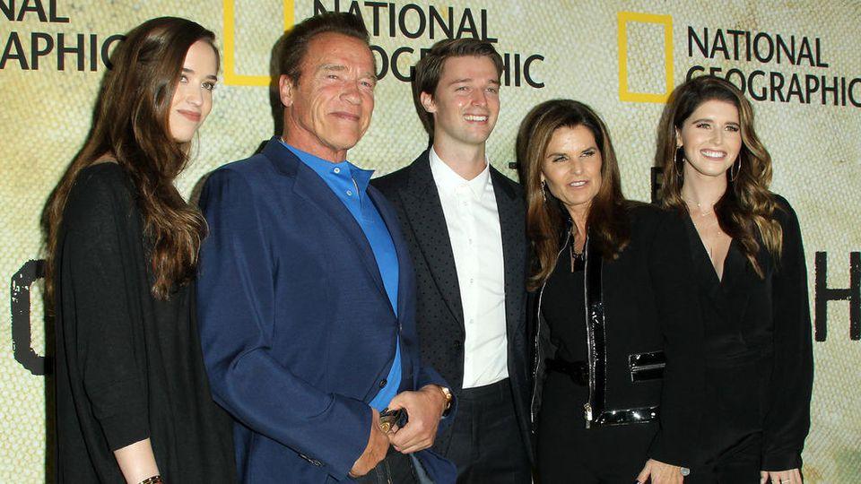 Christina Schwarzenegger, Arnold Schwarzenegger, Patrick Schwarzenegger, Maria Shriver und Katherine Schwarzenegger 2017 auf einer Premiere