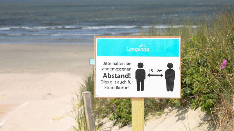 Niedersachsen, 27.05.2020, Urlaub in Deutschland trotz Corona,, Nordsee, Friesland, Insel Langeoog, Strand, Strandkörbe,