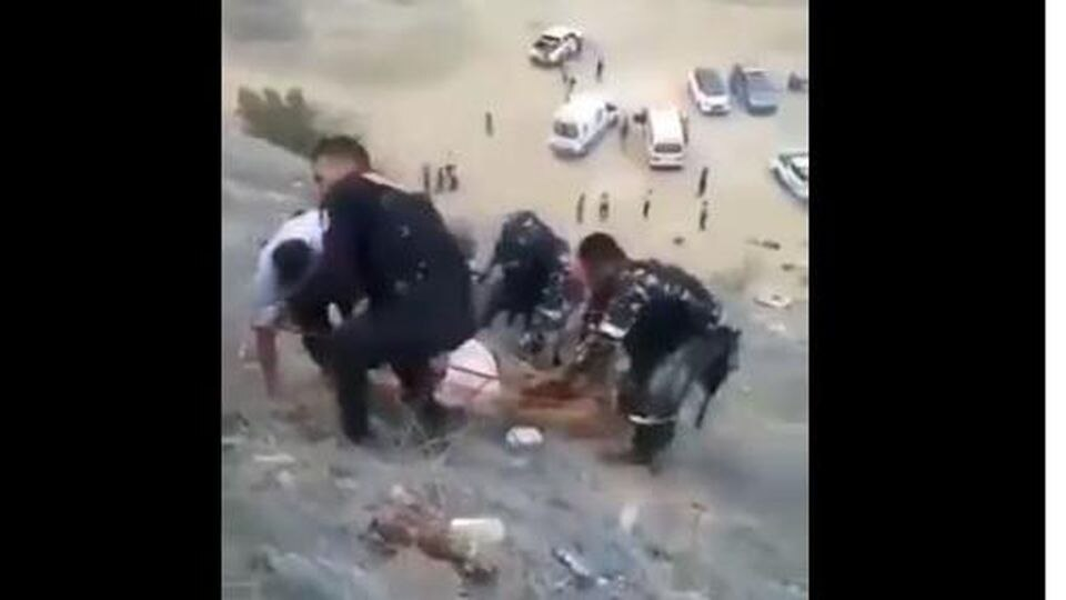 Helfer bergen Verletzte nach Busunglück in Peru