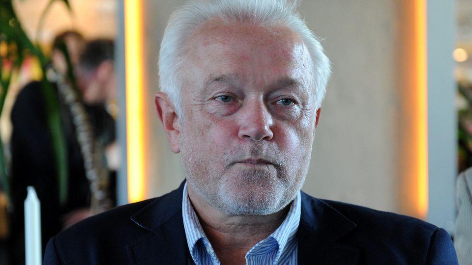 Der FDP-Bundestagskandidat Wolfgang Kubicki reagiert am 22.09.2013 bei der Wahlparty der FDP in Kiel (Schleswig-Holstein) auf die ersten Prognosen. Foto: Carsten Rehder/dpa +++(c) dpa - Bildfunk+++