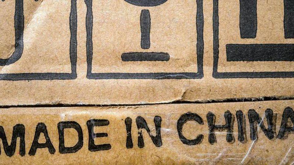 """""""Made in China"""" steht auf einer Produktverpackung. Foto: Patrick Pleul/dpa-Zentralbild/dpa"""