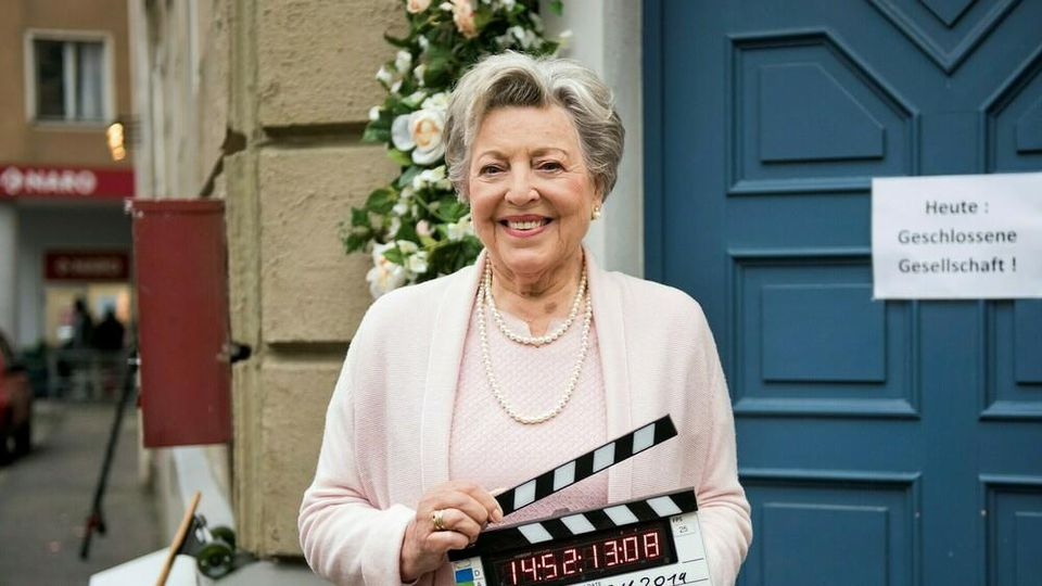"""Helga Beimer (Marie-Luise Marjan) in der letzten Szene der Serie """"Lindenstraße"""""""