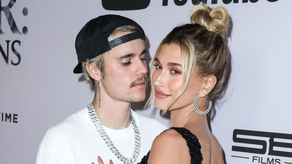 Hailey Bieber weckte mit einem Partytrick das neuerliche Interesse ihres heutigen Ehemannes Justin Bieber