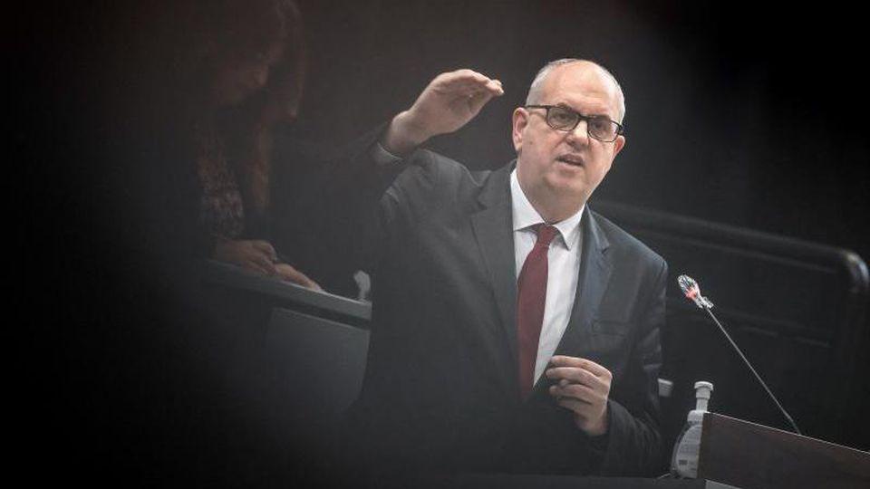 Andreas Bovenschulte (SPD) hält eine Rede. Foto: Sina Schuldt/dpa/Archivbild