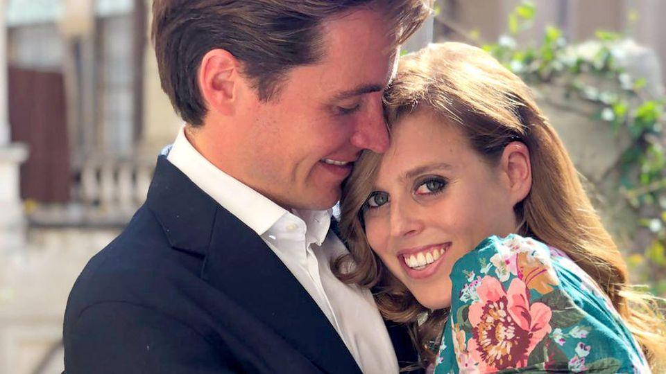 Prinzessin Beatrice und Edoardo Mapelli Mozzi auf ihrem Verlobungsfoto