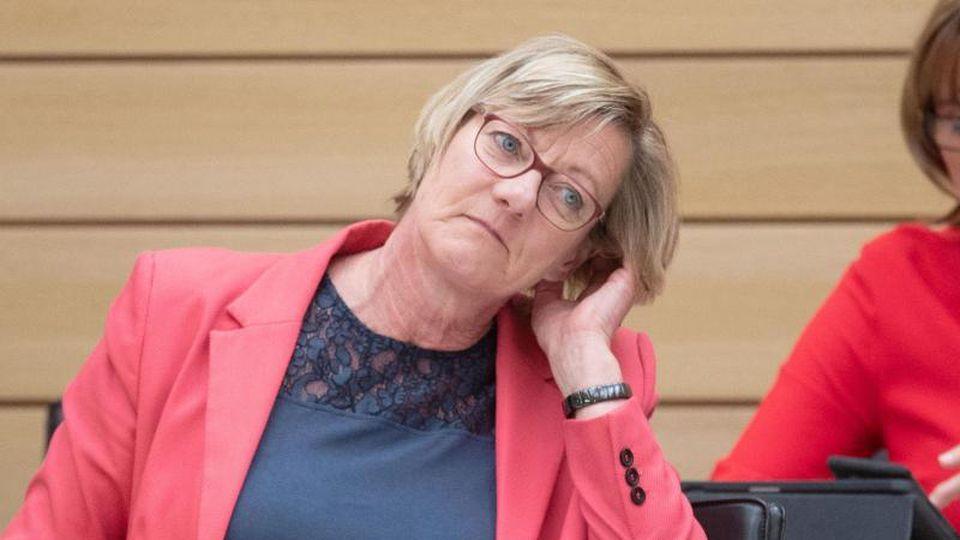 Edith Sitzmann, Finanzministerin von Baden-Württemberg, sitzt im Landtag. Foto: Marijan Murat/dpa/Archivbild