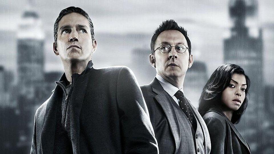 John Reese (Jim Caviezel, li.), Harold Finch (Michael Emerson) und Detective Joss Carter (Taraji P. Henson)