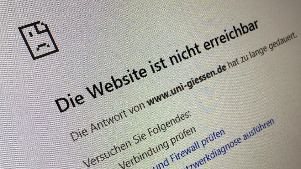 Die imBrowser angezeigte Website der Universität Gießen ist nicht erreichbar. Foto: Roland Holschneider/dpa