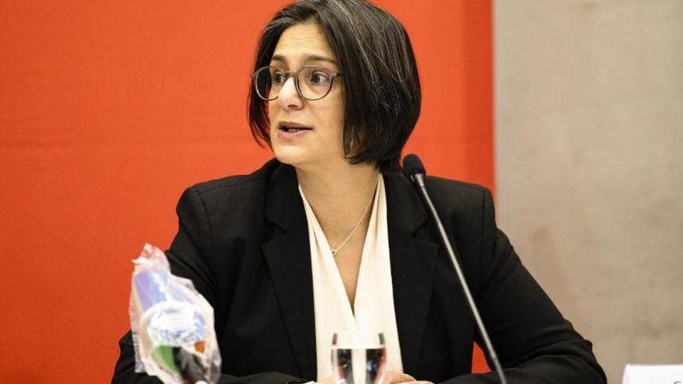 Die SPD-Landesvorsitzende Serpil Midyatli spricht während einer Pressekonferenz.vor. Foto: Frank Molter/dpa