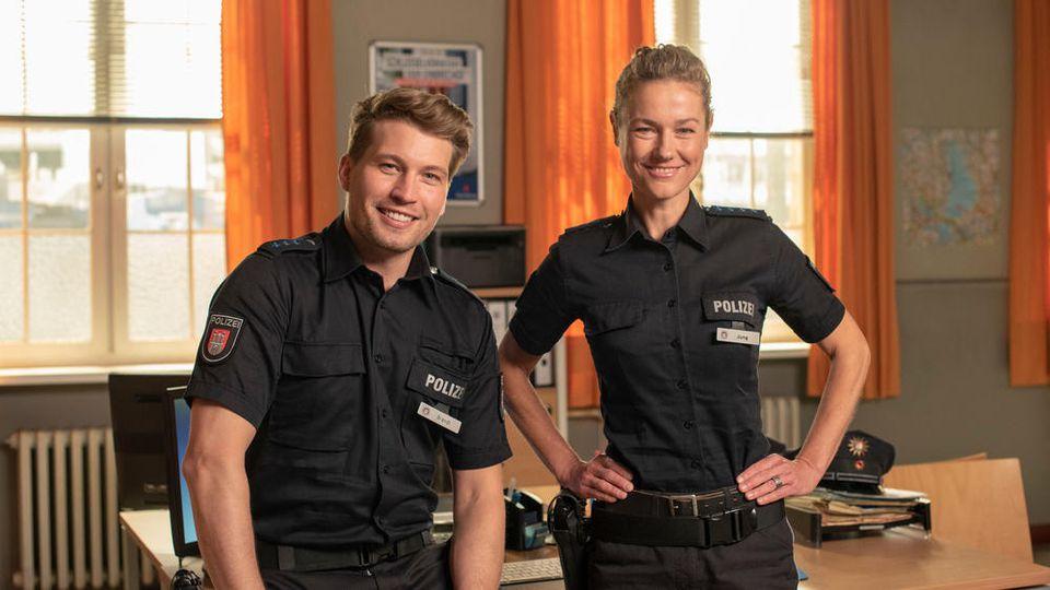 """Neuer Kollege für Franzi (Rhea Harder-Vennewald): Polizeiobermeister Nick Brandt (Raúl Richter) stößt zu """"Notruf Hafenkante"""""""