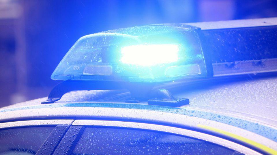 Blaulicht eines Einsatzwagen s der Polizei bei einem Einsatz auf dem Marienplatz in München, Bayern, Deutschland *** Bl
