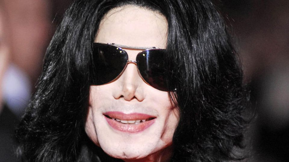 """Starb Michael Jackson schon im Jahr 2007? Diese und weitere Mythen ranken sich um den """"King of Pop""""."""