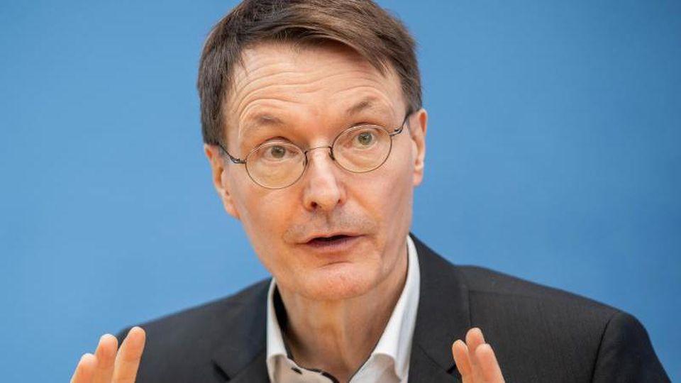"""Karl Lauterbach, SPD, teilt auf Twitter """"wichtige Studie."""""""
