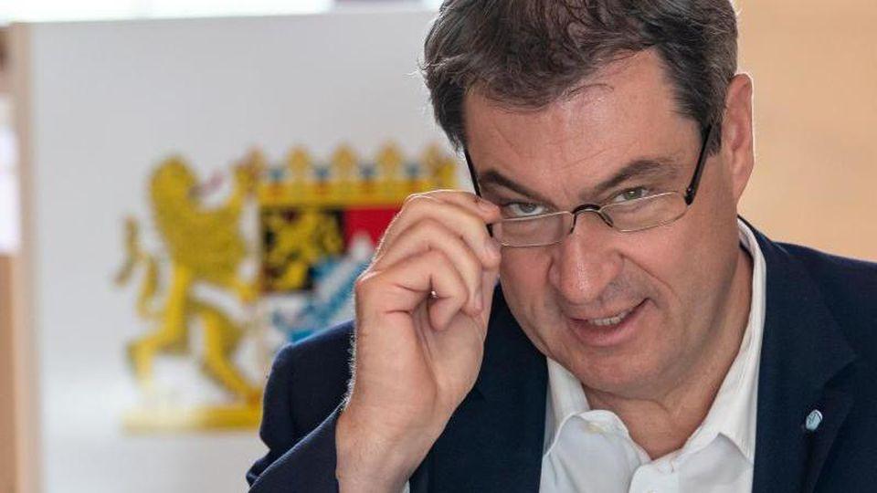 Markus Söder zu Beginn der Kabinettssitzung an seinem Platz in der Bayerischen Staatskanzlei. Foto: Peter Kneffel/dpa-Pool/dpa