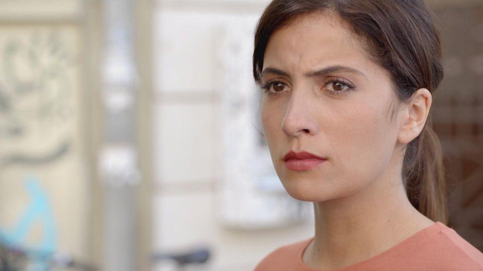 GZSZ: Laura glaubte damals, dass Philip sie versetzt hat. Dabei hat er ihre Nachricht nie bekommen.