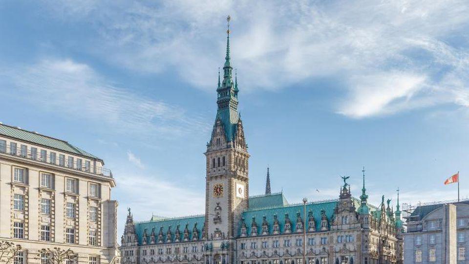 Blick auf das Rathaus Hamburg. Foto: Markus Scholz/dpa/Archivbild
