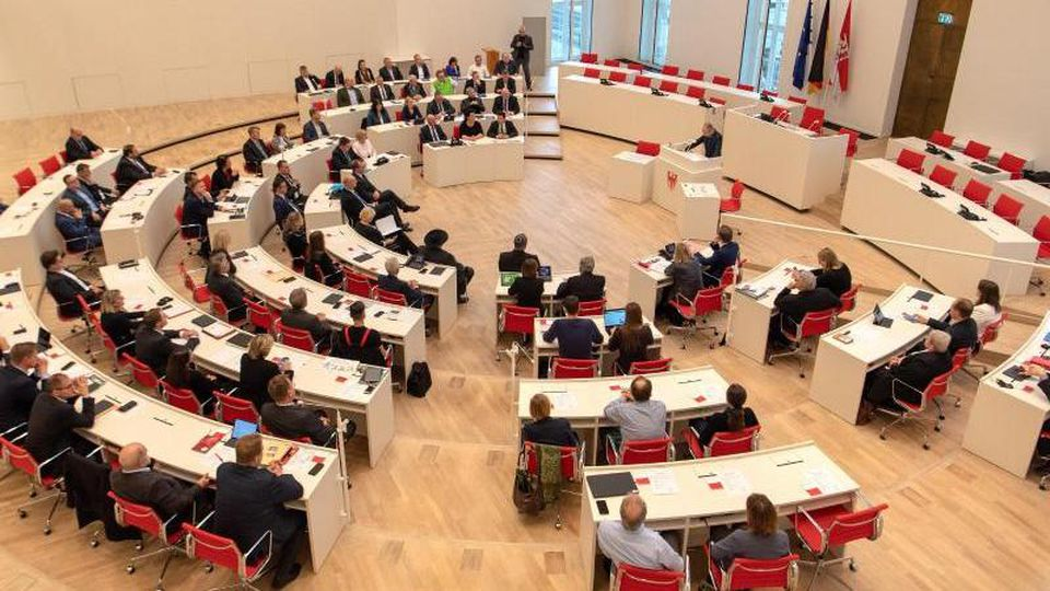 Abgeordnete bei einer Sitzung im Brandenburger Landtag. Foto: Monika Skolimowska/dpa-Zentralbild/dpa