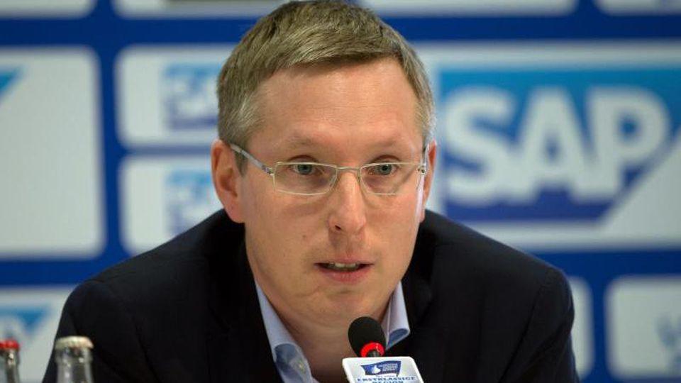Frank Briel bei einer Pressekonferenz. Foto: picture alliance / dpa/Archivbild