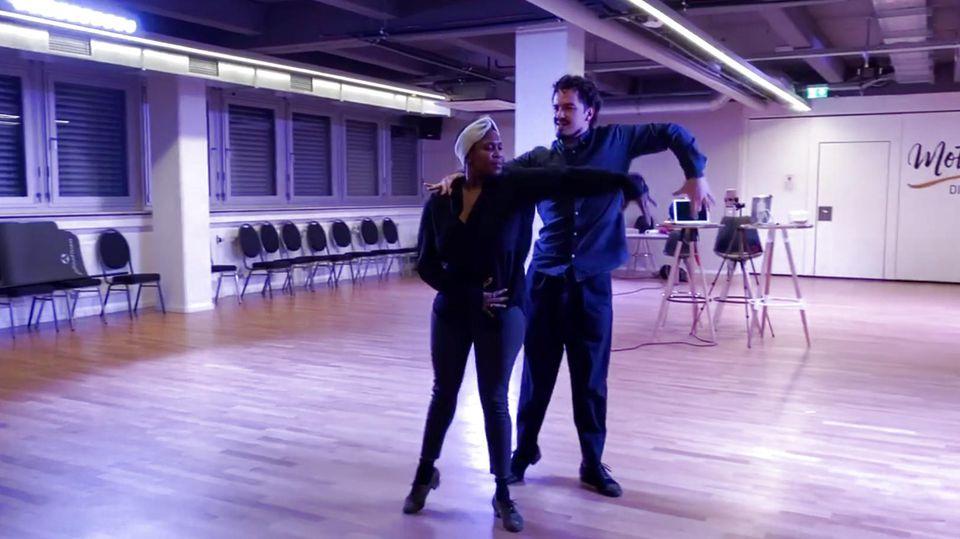 "Motsi Mabuse tanzt mit ihrem Ehemann Evgenij Voznyuk auf Pietro Lombardis Song ""Kämpferherz"""