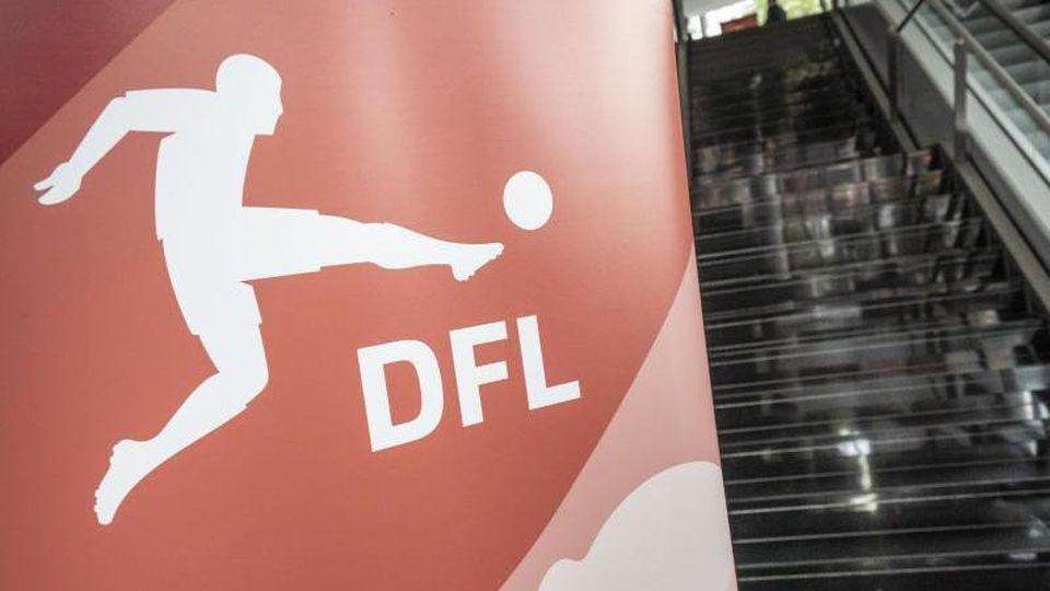 Ein Logo der DFL Deutsche Fußball Liga GmbH. Foto: Frank Rumpenhorst/dpa