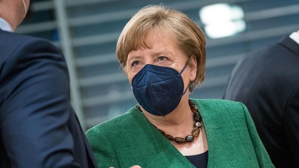 Kanzlerin Angela Merkel (CDU) hat sich angesichts steigender Impfzahlen in der Corona-Pandemie optimistisch gezeigt, aber zugleich zur Vorsicht gemahnt.