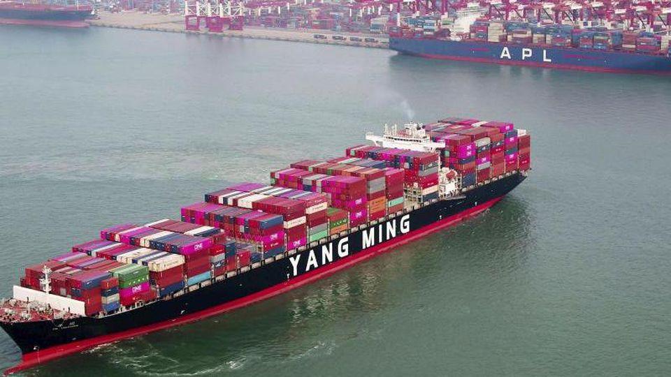 Ein Containerschiff im chinesischen Qingdao.Foto: CHINATOPIX