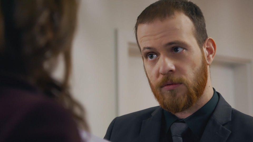 Unter uns: Tobias fragt Eva über das Blitzer-Foto aus.