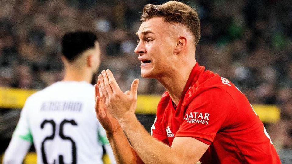 Joshua Kimmich hadert mit dem Spiel der Bayern im Borussia-Park. Foto: Federico Gambarini/dpa